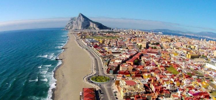 Это крошечное государство на юге Испании