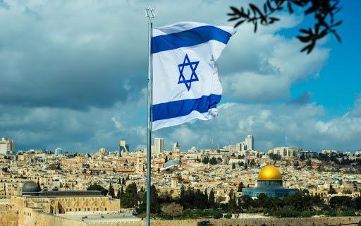 Практически каждый житель Израиля моложе 40 лет свободно владеет английским языком